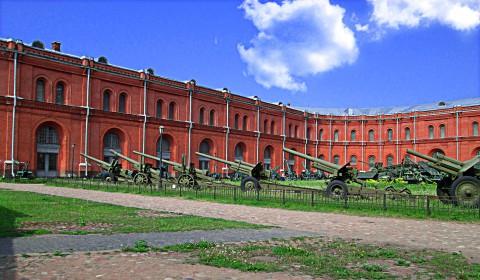 Пазл двор музея