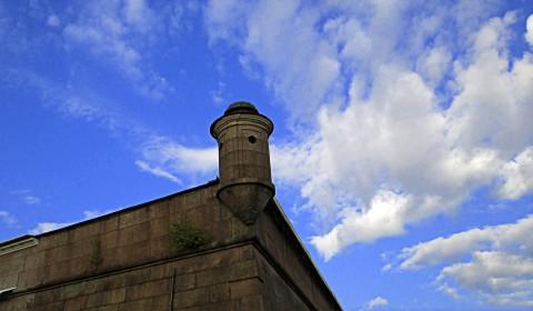 Пазл под стеной крепости