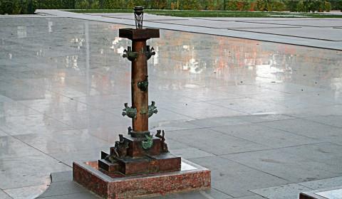 Пазл с колонной из стали