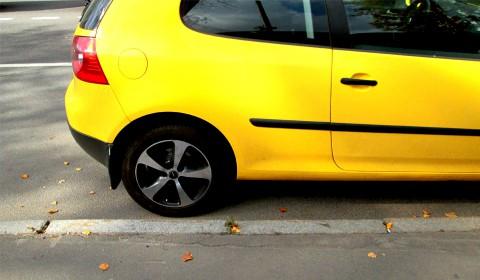 Пазл с жёлтой машиной