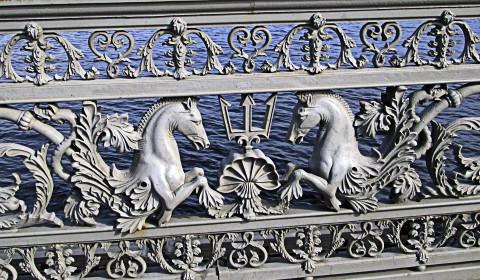 Пазл с оградой